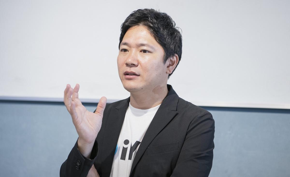 経営について語る窪田氏