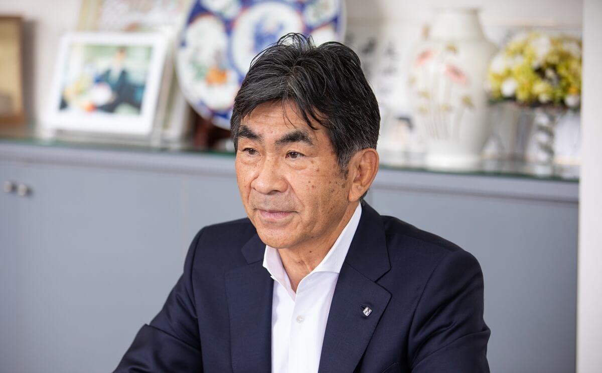 株式会社西田コーポレーション_真剣な眼差しで話出す西田氏
