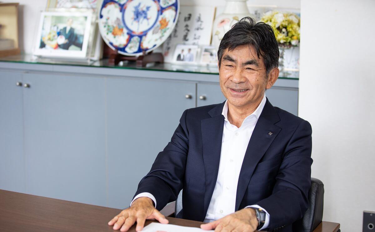 笑みを浮かべて話してくださる西田氏